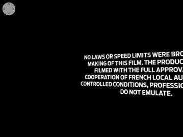 Excepţional! 1:34 sec. la 360 de grade cu un Mustang printr-un Paris apocaliptic