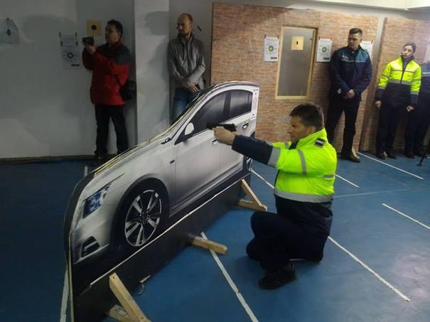 Elevii Şcolii de Poliţie învaţă derapaje de la un profesionist