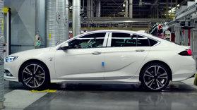 E oficial: primul Opel Insignia Grand Sport a ieşit de pe linia de asamblare [FOTO-VIDEO]