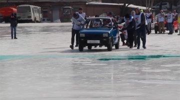 ProMotor NEWS: ruşii reinventează cel mai obscen sport pe gheaţă