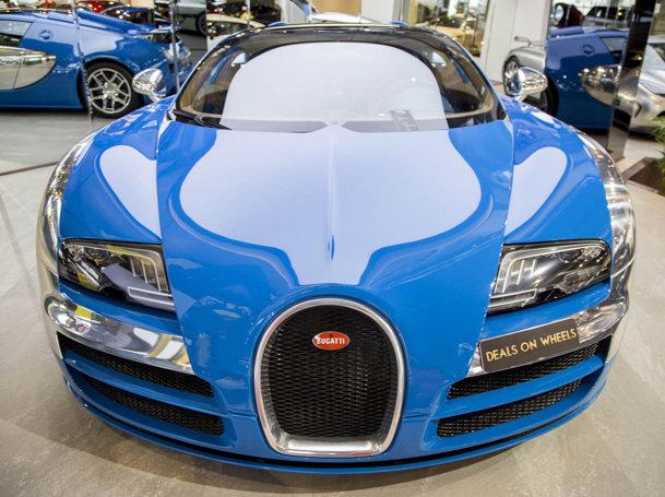 Bugatti a produs doar trei din aceste bunătăţi psihedelice. Doar unul este de vânzare [FOTO]