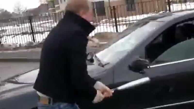 VIDEO: Cum este pedepsit un şofer bătăuş