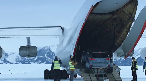 Temerar nebun - Hyundai Santa Fe a traversat Antarctica [VIDEO]