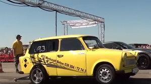 Cursă pe aeroport cu cel mai dement Trabant şi Nissan GT-R [VIDEO]