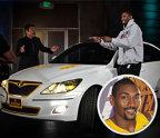 Ron Artest – Hyundai Genesis. Celebrul baschetbalist care a jucat la Los Angeles Lakers are o avere în valoare de 20 de milioane de dolari, dar acesta conduce un Hyundai Genesis care costă în jur de 35.000 de dolari.