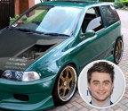 Daniel Radcliffe – Fiat Punto. Daniel Radcliffe, actorul cunoscut pentru rolul său din filmul Harry Potter, deşi are o avere cu care îşi poate permite un Porsche sau un Aston Martin, a optat pentru un rezonabil Fiat Punto de 17.800 de dolari. Se pare că raţionamentul din spatele această achiziţii este peotejarea mediul înconjurător, Fiat fiind o alegere decentă în privinţa emisiilor, faţă de un Lamborghini.