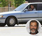 Mel Gibson – Toyota Cressida. Deşi cariera lui Mel Gibson este destul de relevană din punct de vedere al căştigurilor, el a decis că o maşină potrivită pentru el este o Toyota Cressida. Modelul deţinut de el a fost fabricat în perioada anilor 1988 şi 1992, ceea ce înseamnă că preţul ei este undeva în jurul sumei de 10 mii de euro.