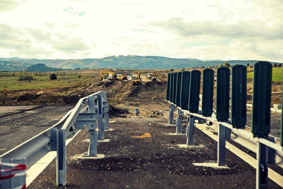 Diferenţa dintre autostradă şi drum expres. 121 km noi cu 130 km/h în România