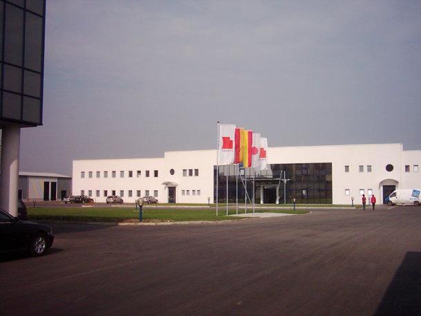 Săptămâna viitoare, trei fabrici ale unei firme auto din România vor cere intrarea în faliment