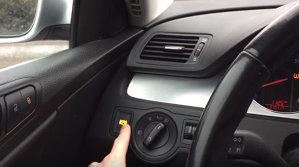 Ce se întâmplă dacă apeşi butonul de frână de mână electronică în timp ce maşina merge - VIDEO