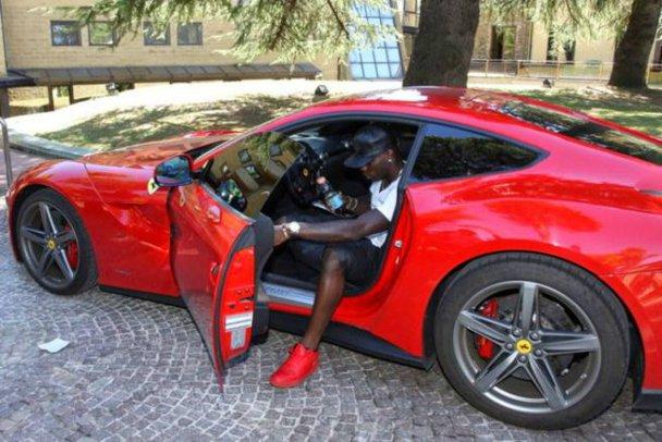 În 2012 şi 2013, fotbalistul a luat 18 amenzi de 10.000 de euro