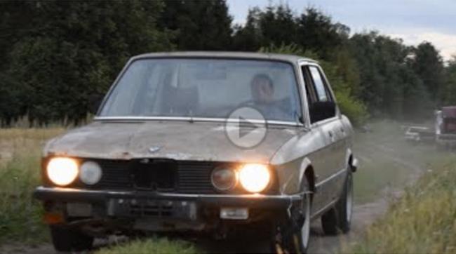 Test drive cu un BMW Seria 5 din 1981 pornit după 9 ani în care a zăcut într-un garaj - VIDEO