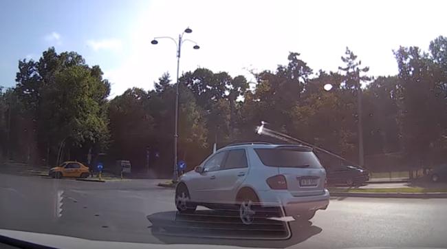 Greşeala pe care o fac cel mai des şoferiţele de SUV - VIDEO