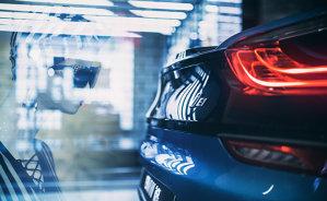 Ai drum prin Bucureşti weekendul ăsta? Atunci nu rata cea mai tare maşină pe care poţi s-o atingi în viaţa asta - VIDEO