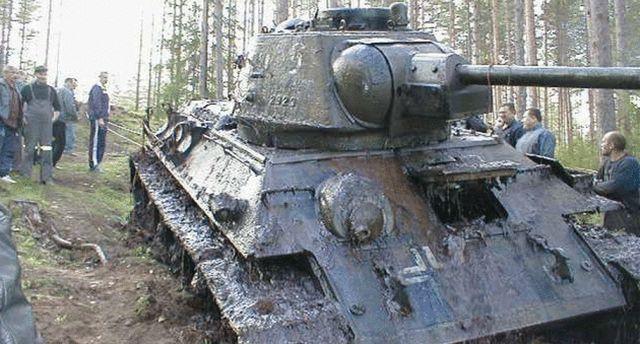 Tehnologie sovietică. Nici 56 de ani de stat sub apă nu au doborât acest tanc