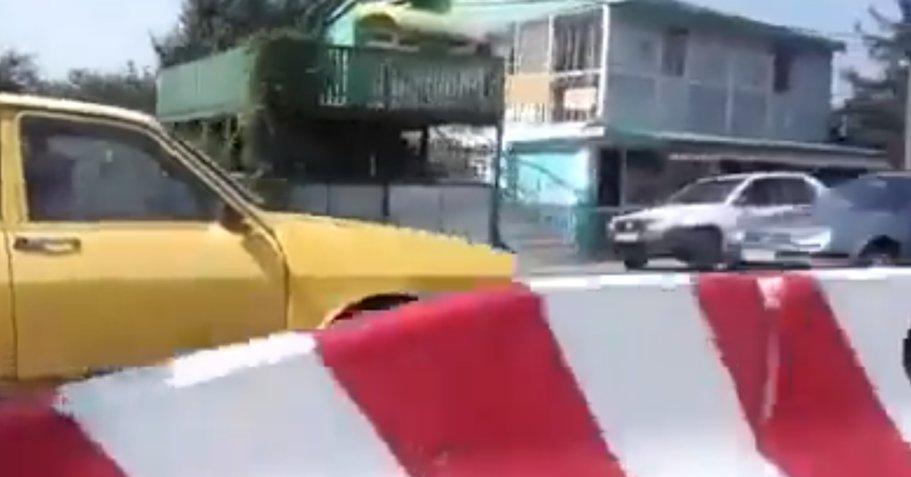 """Cu Dacia pe contrasens: """"... dă ortul, îl caută pe-acasă şi ăsta se plimbă cu maşină!"""" - VIDEO"""