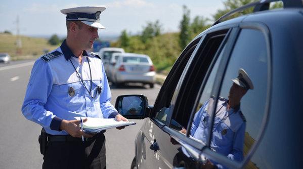 Poliţia ne reaminteşte ce trebuie să facem când suntem traşi pe dreapta