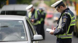 Românii rup telefonul în două la volan şi asta e nimic în comparaţie cu alte riscuri