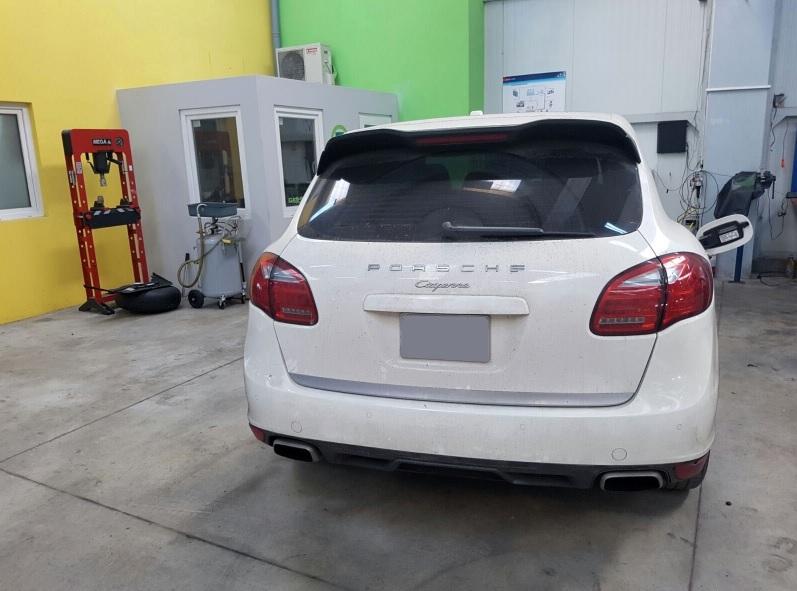 Cea mai scumpă maşină cu GPL din România. Piele alcantara în jurul buteliei - FOTO