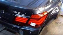 Un BMW Seria 7 serios şifonat, refăcut la perfecţie de un mecanic cu mâini de aur - VIDEO