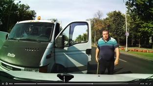 VIDEO Animal în trafic. Un bucureştean a tăbărât pe o şoferiţă. Reacţia genială a femeii l-a surprins până şi pe mitocan