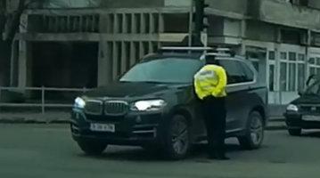 Un şofer de BMW vs. Poliţia: Viaţa e prea scurtă ca să opreşti la semnalele oamenilor legii - VIDEO