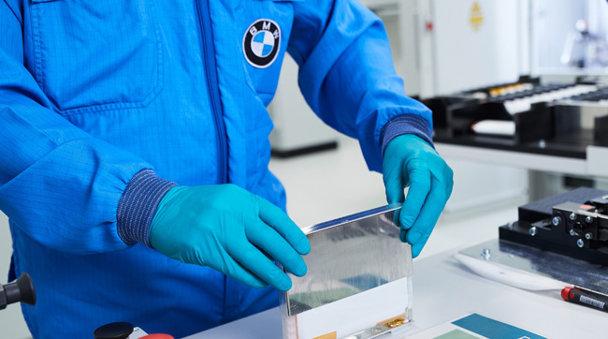 BMW face o investiţie majoră şi intră în lupta cu Tesla
