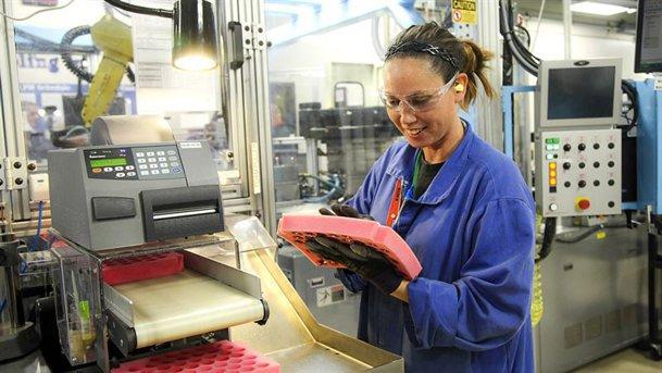 Fabricile Takata angajează masiv în România