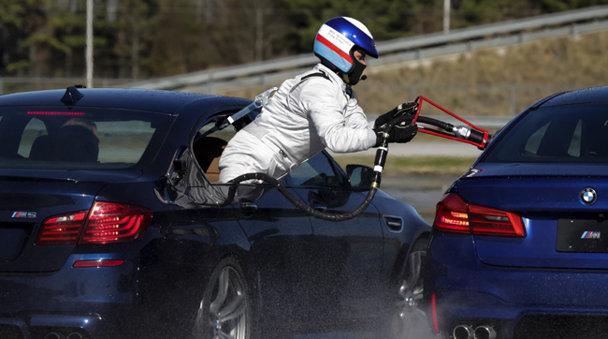 Noul BMW M5 stabileşte două recorduri mondiale pentru drifting