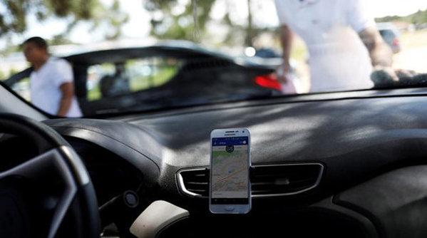 Prima altercaţie între şoferii Uber şi taximetrişti