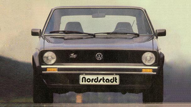 Acest Volkswagen Golf e de fapt un Porsche sub acoperire