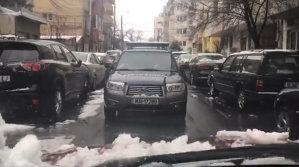 Maşina Jandarmeriei, pusă la punct de şoferii bucureşteni pentru că circula pe contrasens - VIDEO