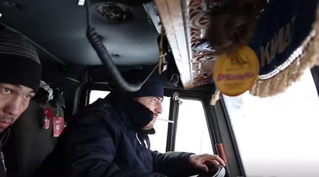 Ei sunt şoferii pe care iarna nu îi ia prin surprindere - VIDEO