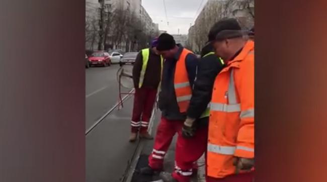 Atenţie! Se asfaltează româneşte