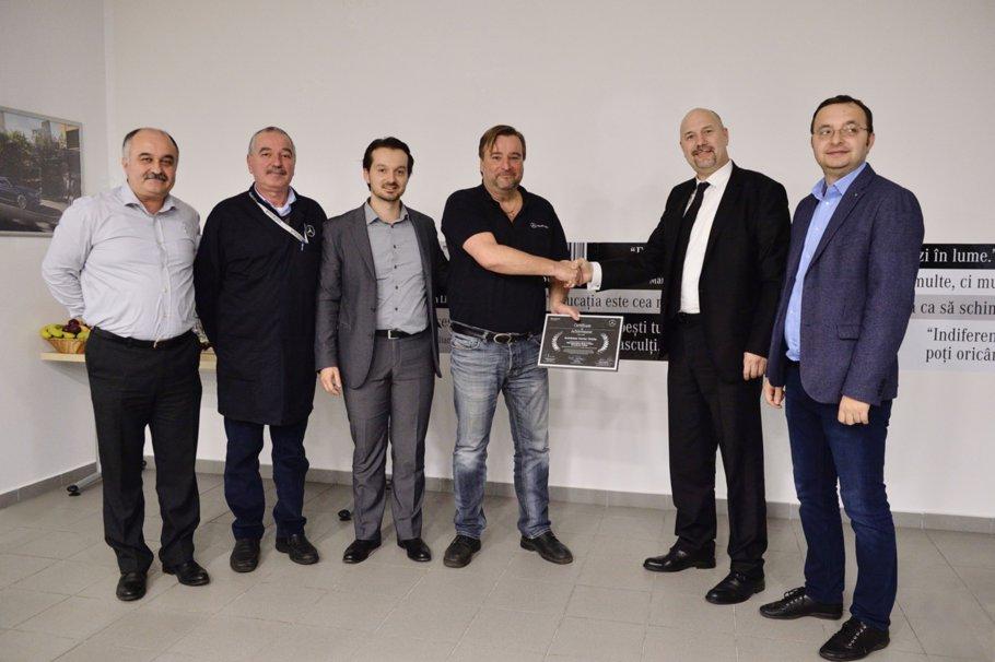 """Mercedes-Benz România lansează programul """"Centru de Excelenţă în Tinichigerie & Vopsitorie"""""""