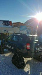 Primul Duster cu şenile a intrat în posesia Jandarmeriei din Braşov - VIDEO
