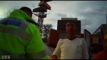 VIDEO Comportamentul acestui taximetrist a încurajat POLIŢIA Locală să pună filmuleţul pe net. Vorbe ca la uşa cortului. Cum a reacţionat poliţia înainte ca totul să ESCALADEZE?