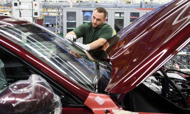Concedieri masive în industria auto. Un gigant mondial cu fabrici şi în România intră în faliment