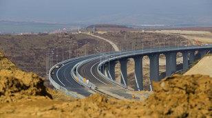 ÎNCEPE construcţia autostrăzii pe care o aşteptăm de pe vremea lu' bunica. O să aibă 9 TUNELURI, de 5 km şi asta o s-o facă superspectaculoasă