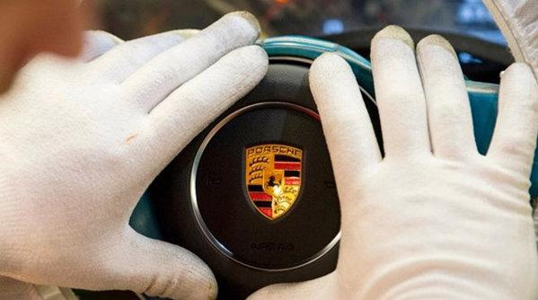 Dieselgate face noi victime: Poliţia germană a arestat un oficial al Porsche