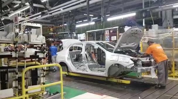 Cine produce mai multe maşini, pe minut: Dacia Mioveni sau Ford Craiova