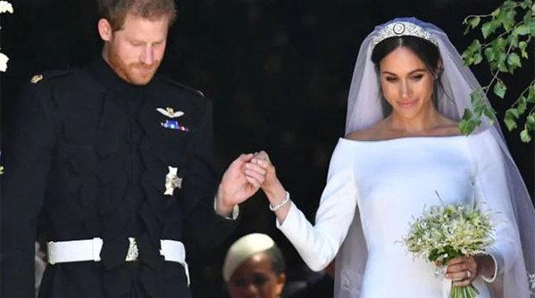 Cu ce maşină au plecat Meghan şi Prinţul Harry de la ceremonia religioasă - FOTO