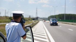 Calculul simplu făcut de Poliţie ne arată că ieşi clar mai bine dacă respecţi viteza legală
