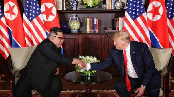 """Kim Jong-un a făcut cunoştinţă cu """"Bestia"""" lui Donald Trump. Limuzina prezidenţială americană este impresionantă - VIDEO"""