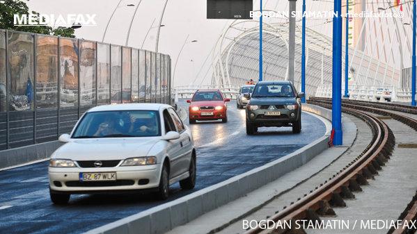 Accident grav în Bucureşti, pe pasajul Basarab. Circulaţia rutieră este deviată