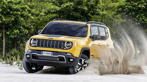 Jeep Renegade vine cu motoare noi şi mai multe dotări de siguranţă în standard