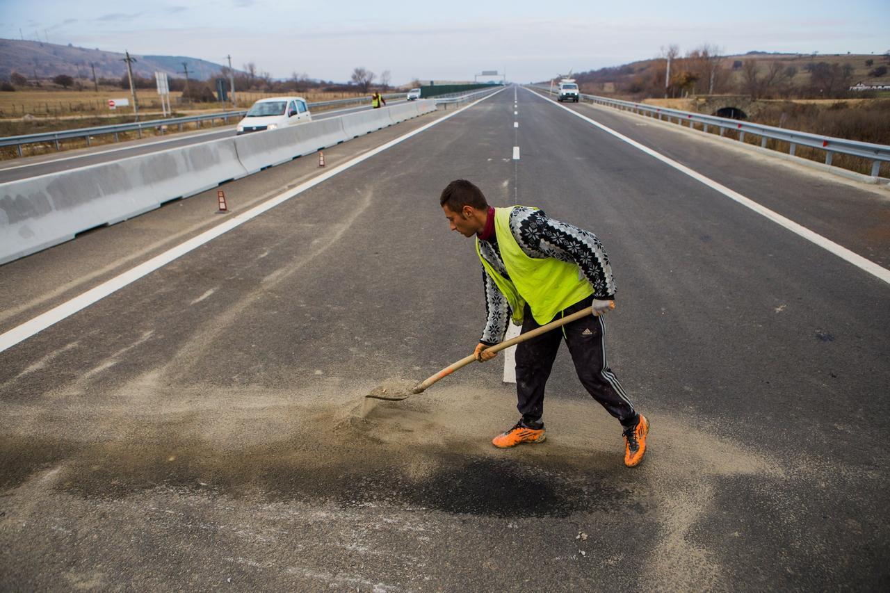 restrictii-de-trafic-pe-autostrazi-pentru-lucrari-de-reparatii