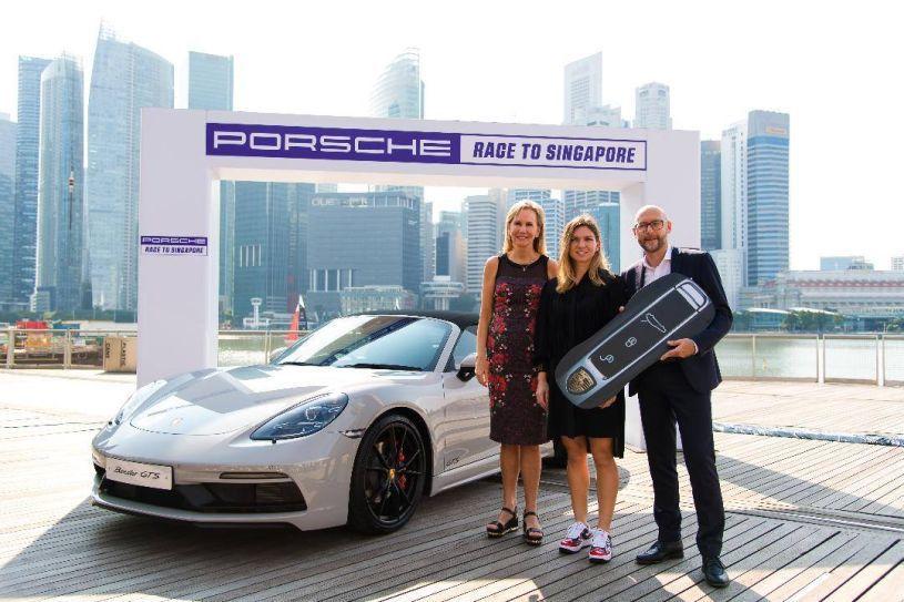 Simona Halep a primit din partea WTA un Porsche 718 Boxster GTS - FOTO