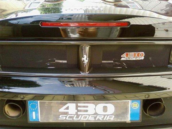 Pozele aceastea nu sunt oficiale. Cel mai probabil este vorba doar un Ferrari tunat de catre posesor.