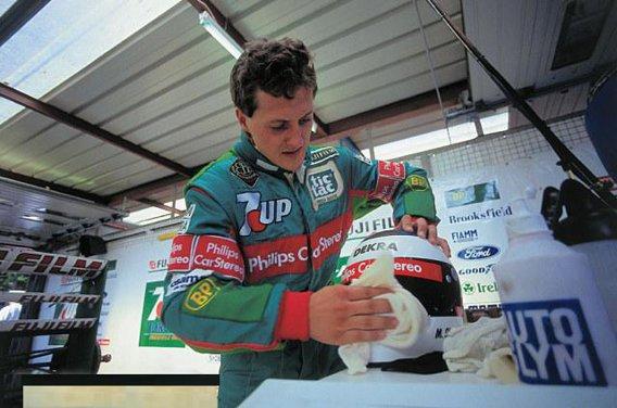 Schumacher pregatindu-se pentru prima sa cursa